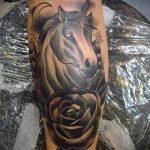 Оригинальный вариант нанесенной тату единорог – рисунок подойдет для тату единорог на икре