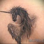 Уникальный вариант существующей тату единорог – рисунок подойдет для тату единорога на спине