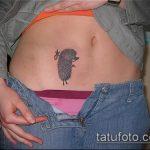 Классный вариант нанесенной тату ежик – рисунок подойдет для тату ежик на животе