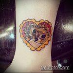 Зачетный пример выполненной татуировки ежик – рисунок подойдет для тату ежик и цветы
