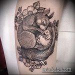 Прикольный пример существующей тату ежик – рисунок подойдет для тату ежик в тумане на руке