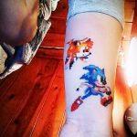 Классный пример готовой татуировки ежик – рисунок подойдет для тату ежик на запястье