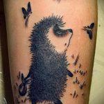 Интересный вариант готовой наколки ежик – рисунок подойдет для тату ежик и медвежонок