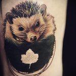 Зачетный пример выполненной татуировки ежик – рисунок подойдет для тату ежик с одуванчиком