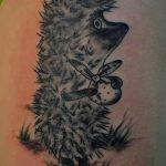 Крутой вариант нанесенной тату ежик – рисунок подойдет для тату ежика соника