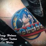 Прикольный вариант нанесенной татуировки ежик – рисунок подойдет для тату ежик в тумане на руке