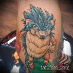 Крутой вариант выполненной тату ежик – рисунок подойдет для тату ежик и медвежонок