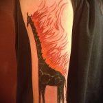Зачетный вариант готовой наколки жираф – рисунок подойдет для тату жираф на ноге