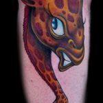 Классный пример готовой наколки жираф – рисунок подойдет для тату жираф в очках