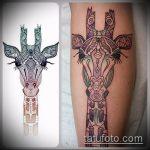 Интересный пример нанесенной наколки жираф – рисунок подойдет для тату жираф маленькийтату жираф моноцвет