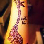 Оригинальный вариант существующей татуировки жираф – рисунок подойдет для тату жираф на ноге