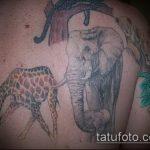 Прикольный вариант существующей наколки жираф – рисунок подойдет для тату жираф на спине