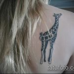 Прикольный вариант выполненной наколки жираф – рисунок подойдет для тату жираф акварель