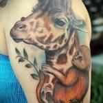 Оригинальный вариант существующей наколки жираф – рисунок подойдет для тату жираф ёжик жираф