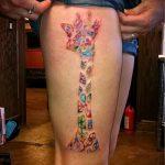 Уникальный вариант нанесенной тату жираф – рисунок подойдет для тату жираф на акуле