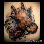 Классный вариант выполненной татуировки жираф – рисунок подойдет для тату жираф ёжик жираф
