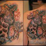 Прикольный пример нанесенной татуировки жираф – рисунок подойдет для тату жираф ёжик жираф