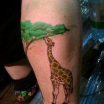 Интересный вариант готовой наколки жираф – рисунок подойдет для тату жираф маленькийтату жираф моноцвет