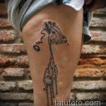 Интересный пример нанесенной татуировки жираф – рисунок подойдет для тату жираф маленькийтату жираф моноцвет