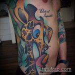 Зачетный вариант нанесенной наколки жираф – рисунок подойдет для тату жираф на спине