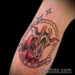 Оригинальный пример готовой наколки жираф – рисунок подойдет для тату жирафа на спине