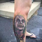 Оригинальный вариант нанесенной тату жук – рисунок подойдет для тату жука на ноге