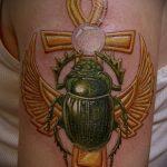 Прикольный пример выполненной наколки жук – рисунок подойдет для тату майский жук