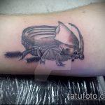 Прикольный пример готовой татуировки жук – рисунок подойдет для тату жук на плече