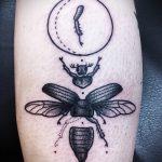 Зачетный вариант существующей тату жук – рисунок подойдет для тату жука на ноге