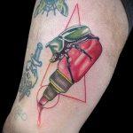 Уникальный пример нанесенной тату жук – рисунок подойдет для тату жука скарабея