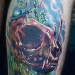 Крутой пример нанесенной тату жук – рисунок подойдет для тату жука на запястье
