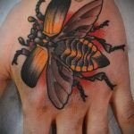 Уникальный вариант нанесенной тату жук – рисунок подойдет для тату жук на ноге
