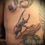 Оригинальный пример нанесенной татуировки жук – рисунок подойдет для тату майский жук