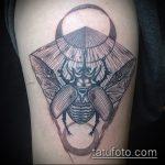 Интересный пример выполненной наколки жук – рисунок подойдет для тату жук на ноге