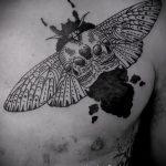 Крутой пример готовой наколки жук – рисунок подойдет для татуировка жук на пальце