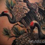 Прикольный вариант нанесенной татуировки журавль – рисунок подойдет для тату журавлик из бумаги