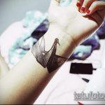 Крутой пример готовой татуировки журавль – рисунок подойдет для тату бумажный журавлик