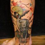 Крутой пример нанесенной татуировки журавль – рисунок подойдет для тату бумажный журавлик