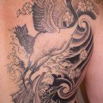 Прикольный вариант готовой татуировки журавль – рисунок подойдет для тату журавлик оригами на шее