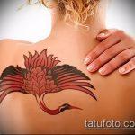 Уникальный вариант выполненной тату журавль – рисунок подойдет для тату аист или журавль