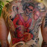 Прикольный пример нанесенной татуировки журавль – рисунок подойдет для тату журавль на запястье