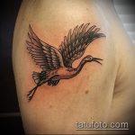 Крутой вариант существующей татуировки журавль – рисунок подойдет для тату журавль на запястье
