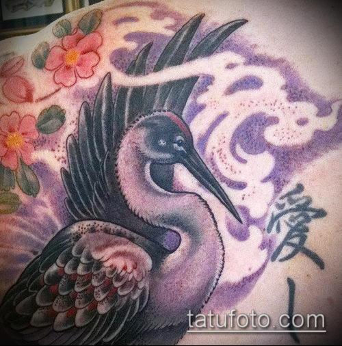 Уникальный вариант существующей тату журавль – рисунок подойдет для тату аист или журавль
