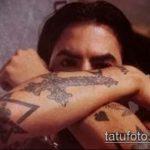 Классный вариант готовой татуировки звезды на локтях – рисунок подойдет для тату звезды на локтях у девушек