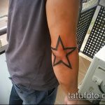 Крутой пример существующей наколки звезды на локтях – рисунок подойдет для тату звезды на локтях мужской