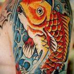 Оригинальный вариант выполненной наколки золотая рыбка – рисунок подойдет для тату золотая рыбка для девушки