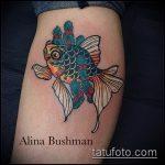 Оригинальный вариант готовой татуировки золотая рыбка – рисунок подойдет для тату золотая рыбка на лопатке