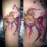 Интересный вариант готовой татуировки золотая рыбка – рисунок подойдет для тату золотая рыбка на лодыжке