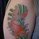 Уникальный пример готовой татуировки золотая рыбка – рисунок подойдет для тату золотая рыбка для девушки