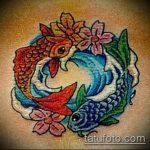 Крутой пример выполненной тату золотая рыбка – рисунок подойдет для тату золотая рыбка на боку